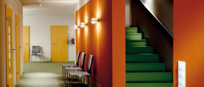 Tapezieren ist nicht jedermanns Sache. Der Malermeister Betrieb Conyn aus Wuppertal berät Sie gerne und gestaltet Ihre Wohnräume nach Ihren Wünschen.